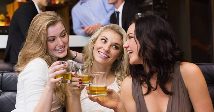 Donne con whisky
