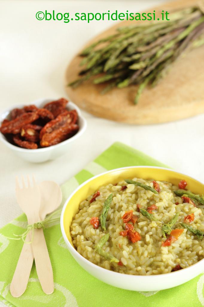 Risotto con asparagi selvatici e pomodori secchi