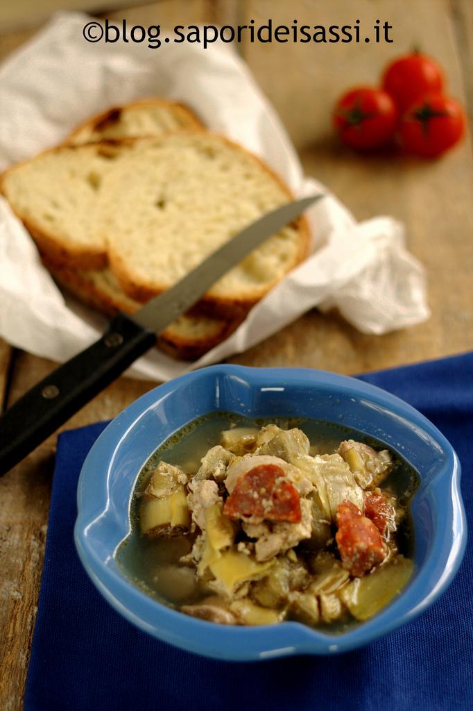 Zuppa contadina di carciofi, pollo, lucanica, scamorza e uova