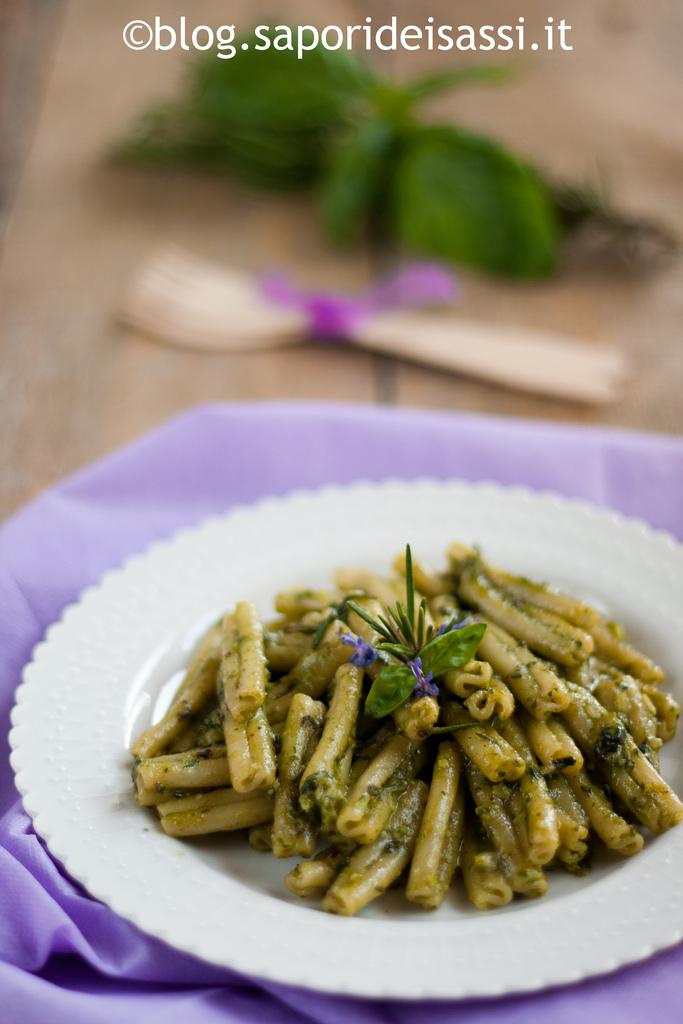 Caserecce con pesto di rosmarino per…cucinare con le erbe aromatiche!