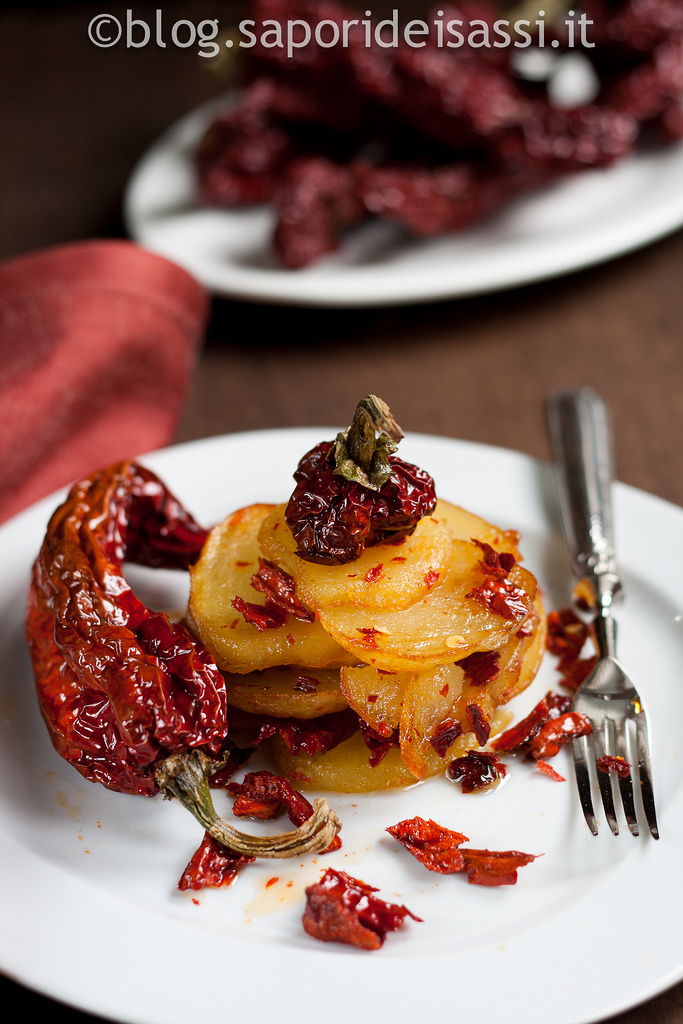Patate e peperoni cruschi, ricetta tradizionale lucana