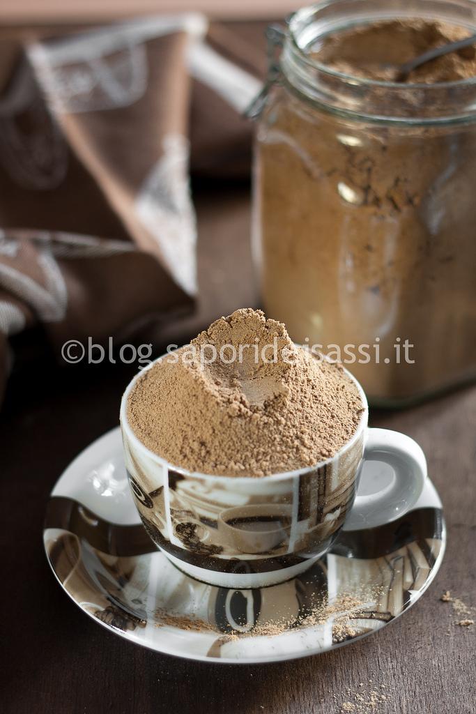 Muffins di grano arso e gocce di cioccolato