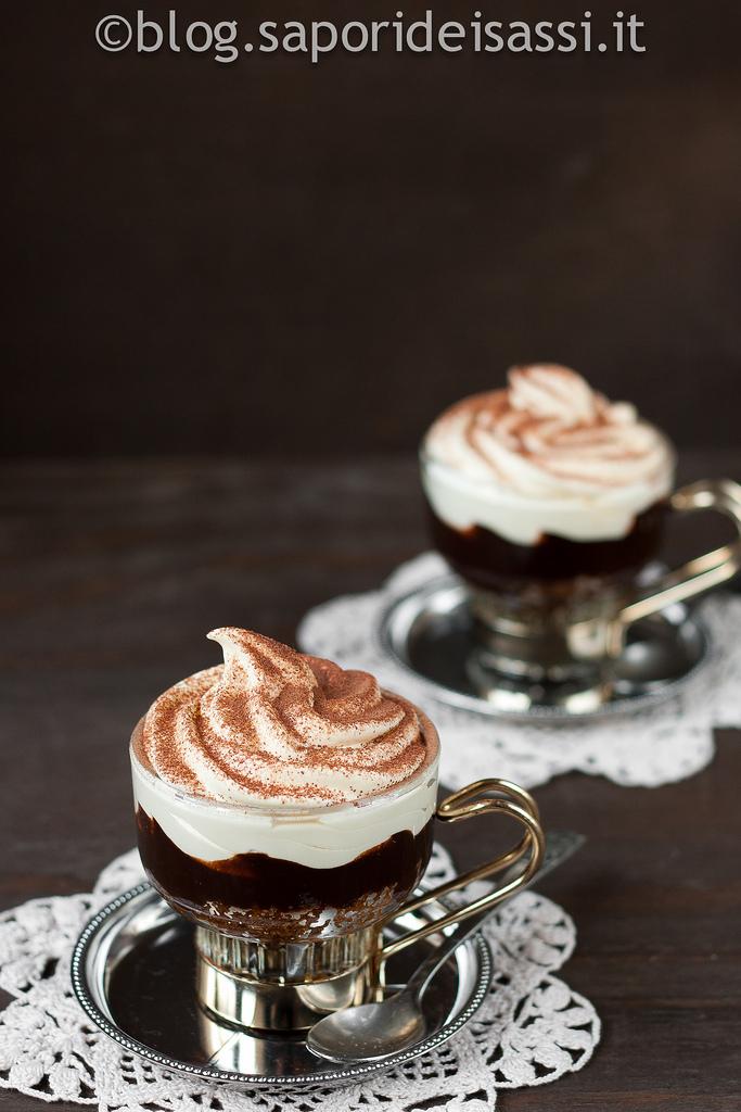 Cappuccino di tiramisù con Dolcenero al cioccolato e caffè
