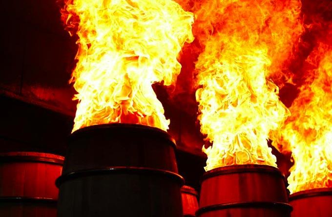 Carbonizzazione delle botti da whisky