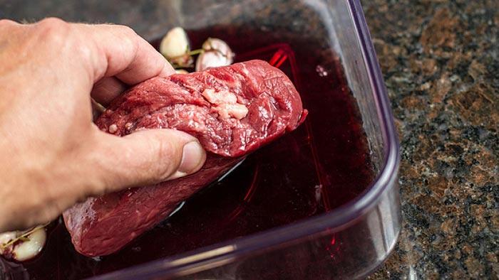 Carne marinata al vino