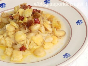 Cicerchie con cipolla fritta e peperoncino
