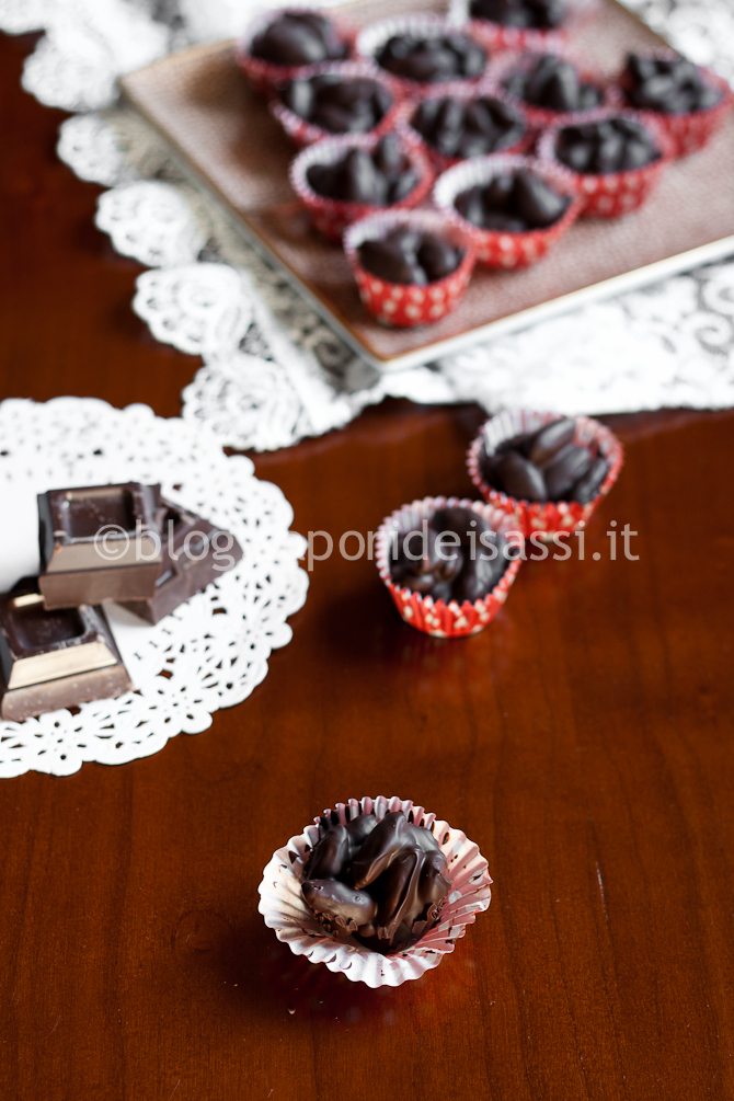 Mandorle ricoperte di Cioccolato Fondente, ricetta semplice ma gustosa
