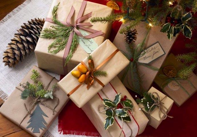 pacchi natalizi decorati