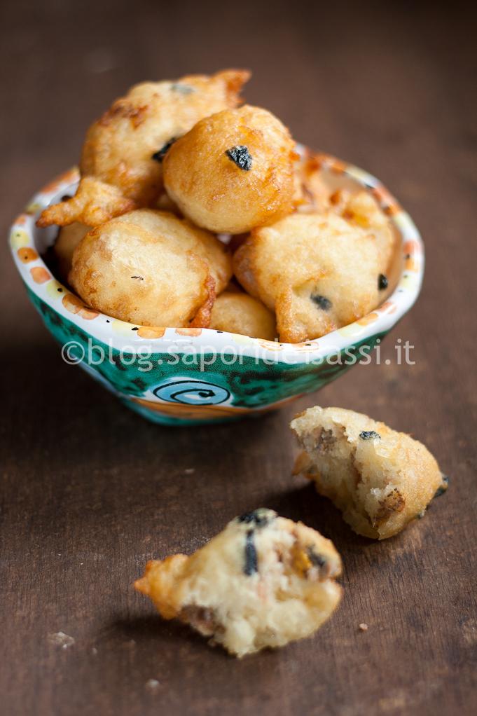 Pettole salate, con Acciughe ed Olive