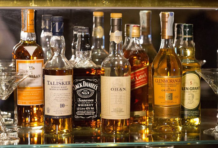 bottiglie whisky aperte