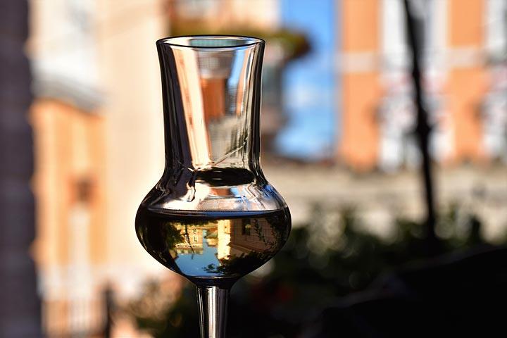 bicchiere di acquavite