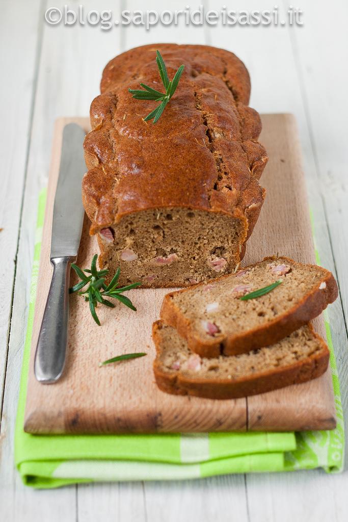 Cake di farina di grano arso, rosmarino e pancetta