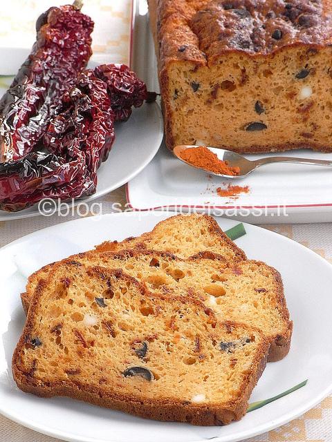 cake salato-peperoni-cruschi-feta-olive