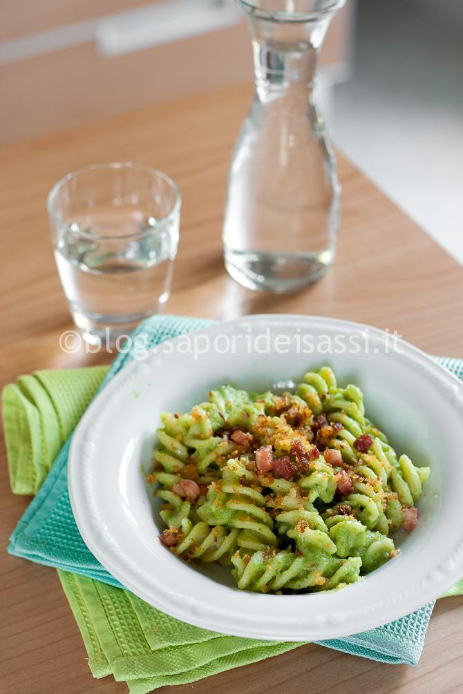 Eliche Gragnano, crema di broccoli, pancetta e molluca di pane