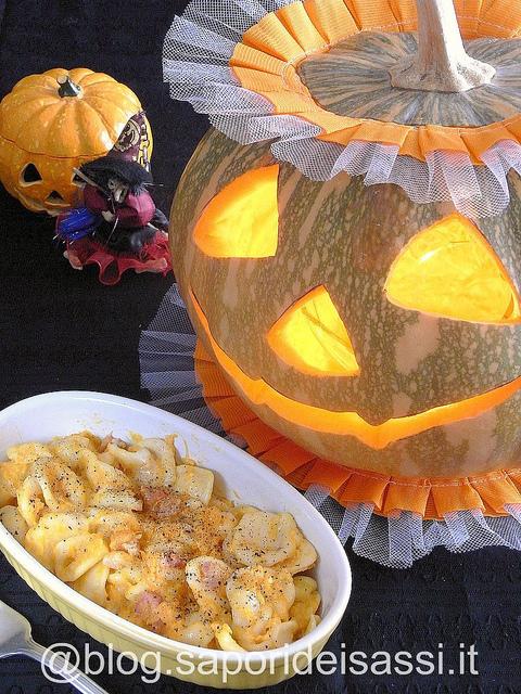 Ricetta di Halloween: orecchiette Senatore Cappelli con zucca, scamorza affumicata, e pancetta