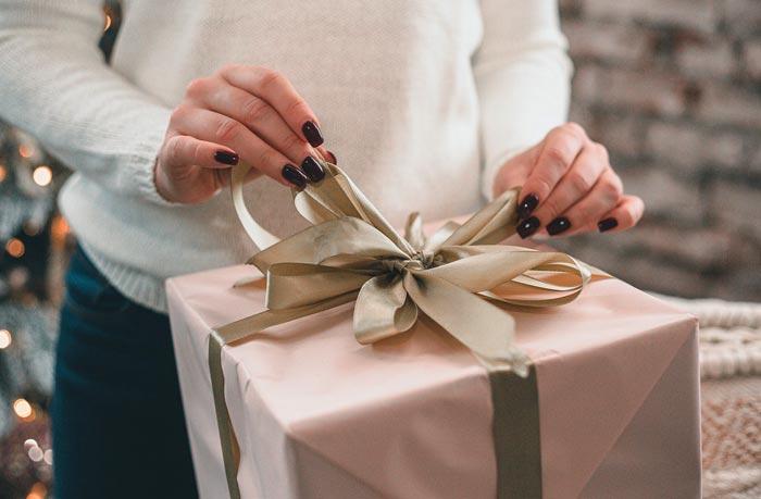 pacco regalo natalizio particolare