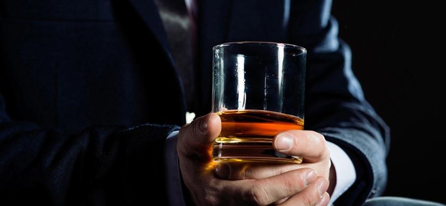distillato nel bicchiere